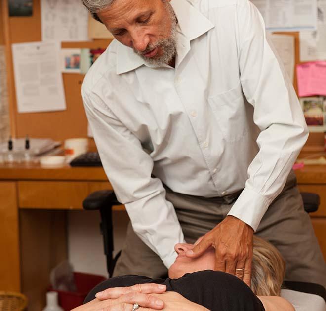 chiropractor neck pain Tudor City NY 01 - steven schram 646-736-7719